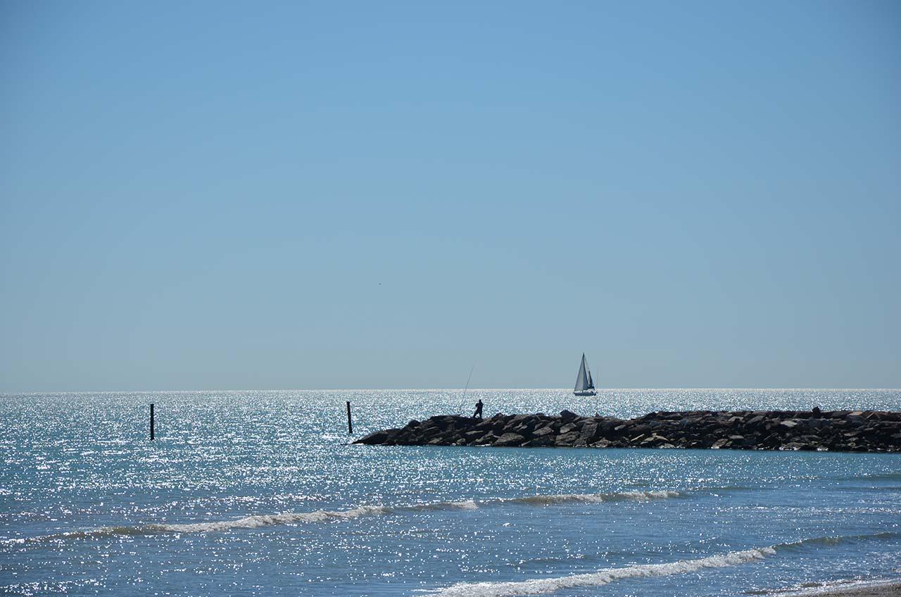 Rilassarsi sulla scogliera... tra il vento e le onde!!!